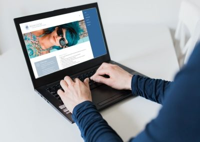 Silvia Lücke Hände Laptop Kontakt