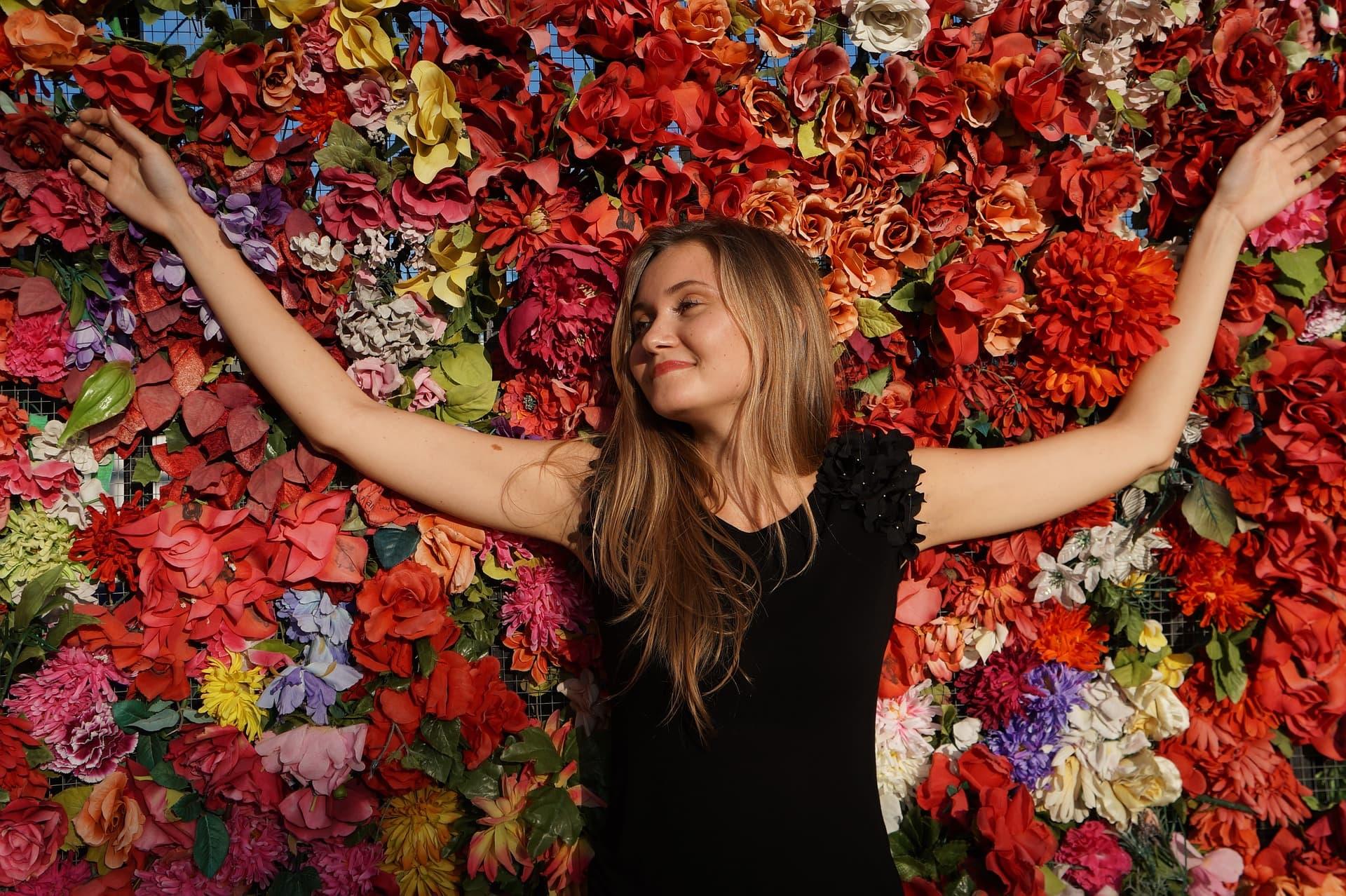 Frau Blumen Freiraum Selbstfürsorge