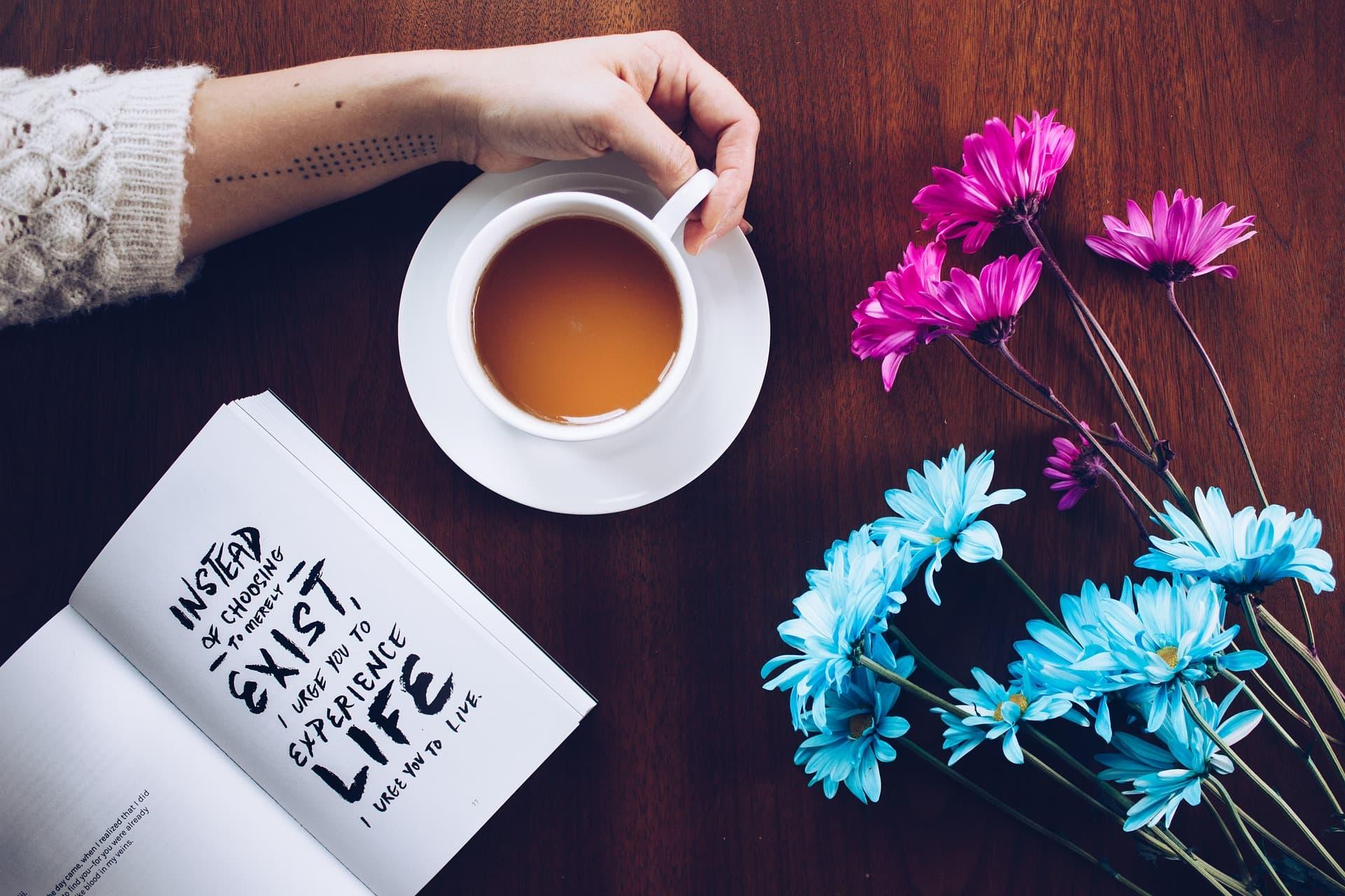 Tee Buch Blumen Selbstfürsorge Rezept coaching