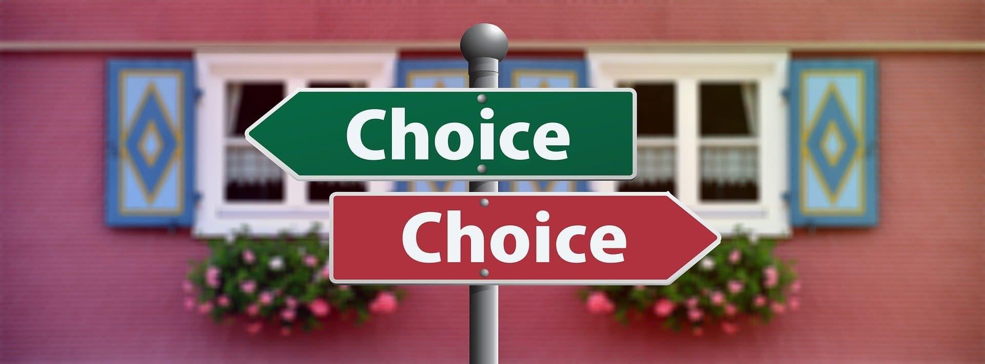Wegweiser Entscheidung schwierig Selbstfürsorge